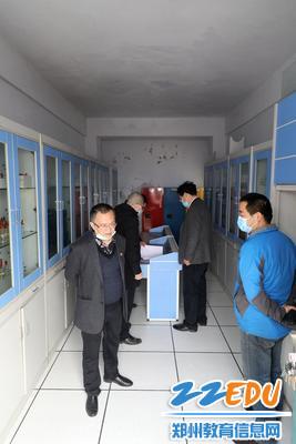 化学实验品储藏室安全排查