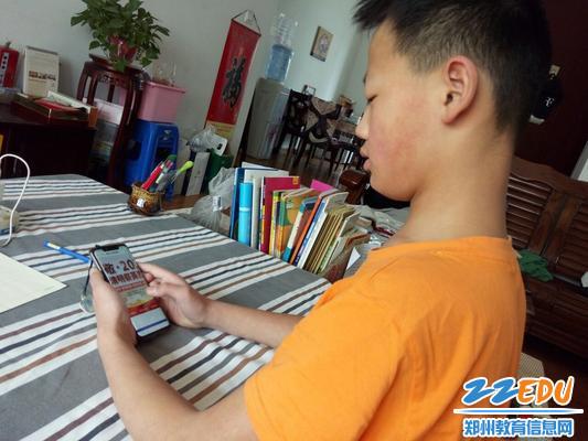 惠济区胖庄小学4.1日五一班学生网上祭英烈.png