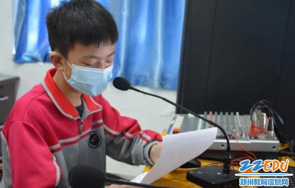 3 九年级学生代表胡洋硕发言
