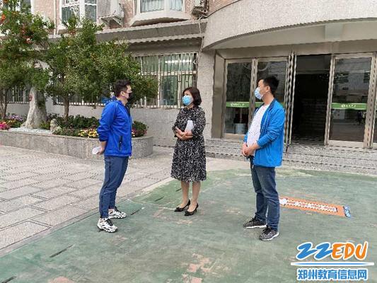 学校领导王长喜校长、刘源红校长对支教老师进行嘱咐