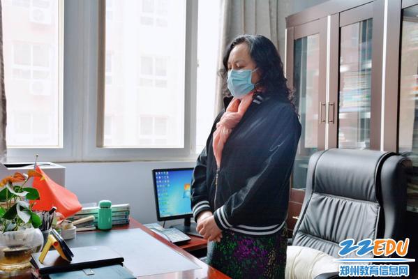 党总支书记、校长于红莲观看在线直播