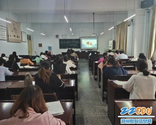 登封市白坪新区实验学校组织教师观看《雄关》