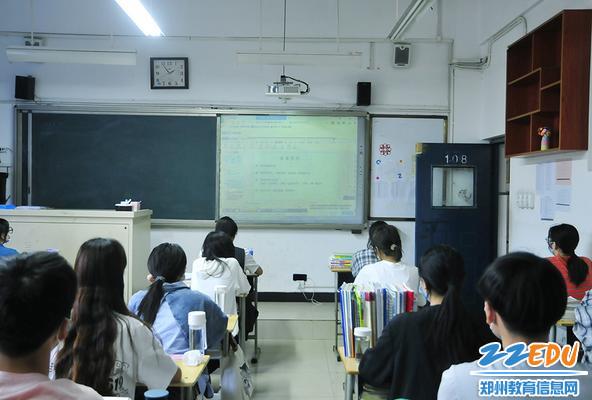 师生学习《防控新型冠状病毒感染》课程
