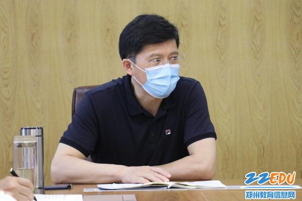 05校长张好武总结发言,号召同志们向学习体会融入日常工作