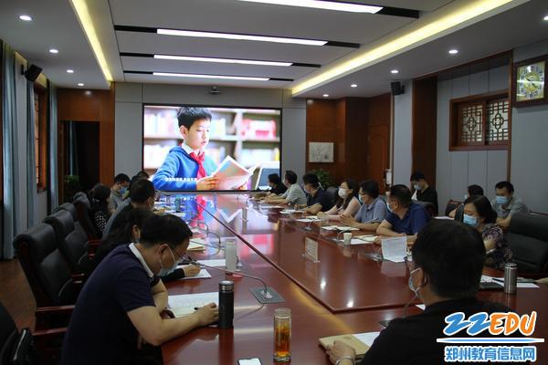 郑州八中校级领导及中层干部共同观看学习