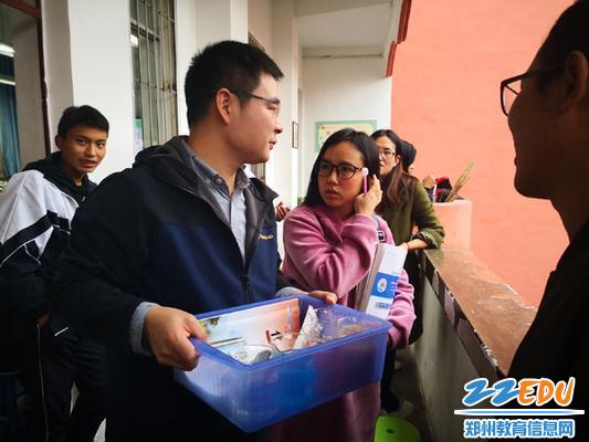 陈智慧老师和越西二中青年教师交流1