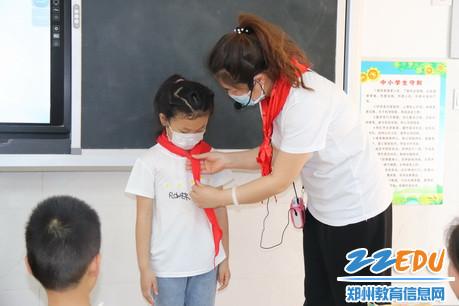 学习佩戴红领巾3_调整大小
