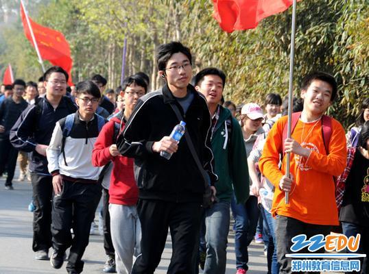 郑州市第四高级中学 赵付涛 带领孩子们远足1