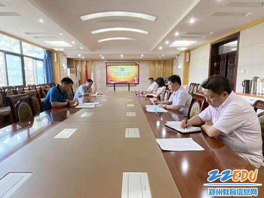 1郑州市第十九高级中学党委中心组成员集体学习全国两会精神_副本