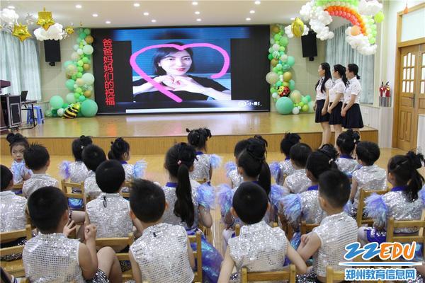2家长们用视频对孩子们表达祝福