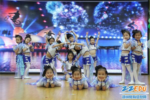 7精彩的舞蹈献给最爱的幼儿园