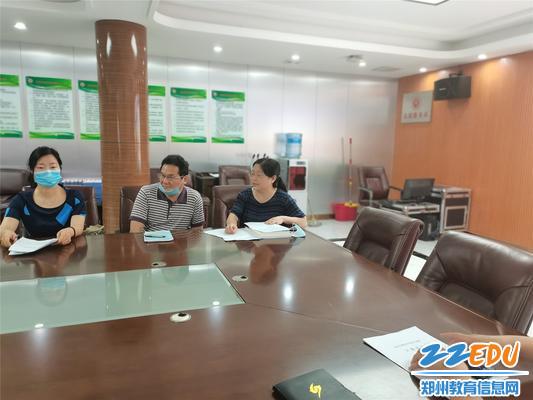 教科室主任李春玲总结发言