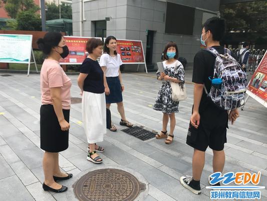 08郑州34中教务处陈艳丽主任与师生交流听课感受