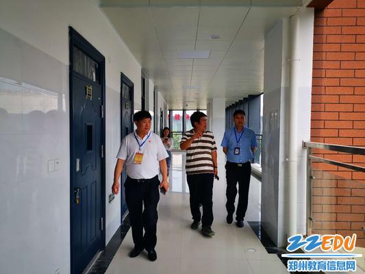 郑州市教育局领导调研郑开学校中考考点工作