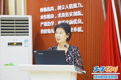 4郑州市郑东新区基础教育教学研究室主任杨鸣进行最后点评