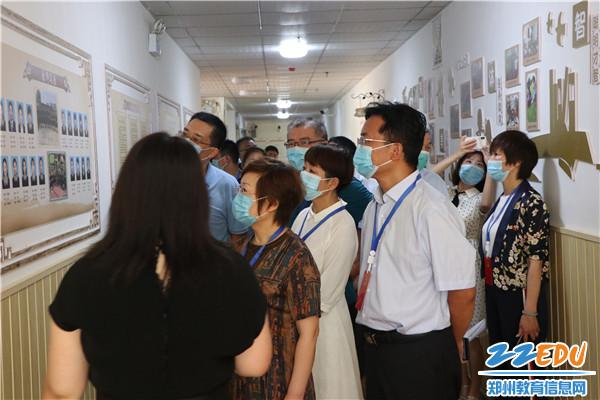 参观锦江路幼儿园文化建设