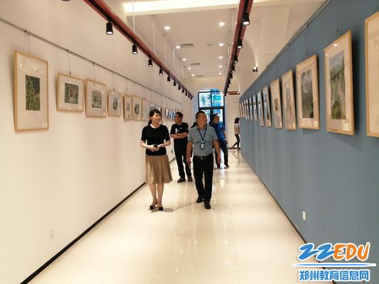 12察看艺术展厅