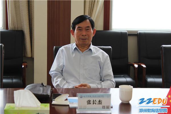 中国流通行业管理政研会党委书记张长杰听取汇报