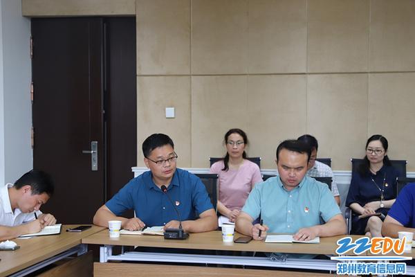 郑州市群英中学副校长成顺利作表态发言