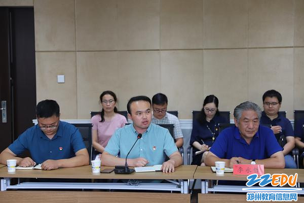 郑州市群英中学副校长冯丹作表态发言