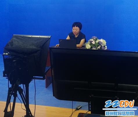 郑州市职业教育教研室牛晓红主任校园电视台进行直播授课