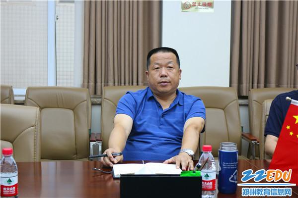 5党总支副书记、校长李国喜总结并发言