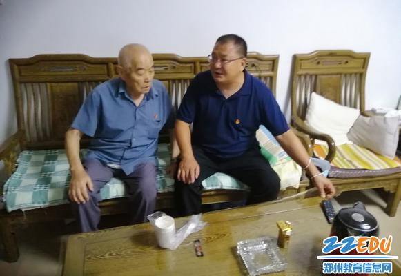 党委书记邵元辉与老干部促膝长谈