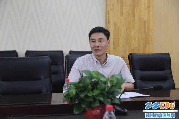 副校长王春前汇报学校安全工作_1024_682_70