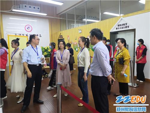 郑州市职业教育与成人教育处副处长钟海云等领导在现场指导工作