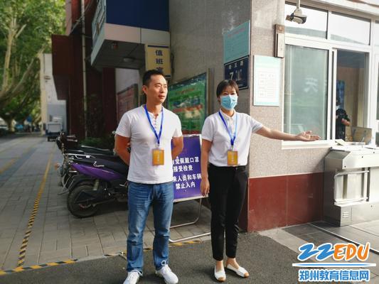2鄭州八中政治組老師耐心細致的引導