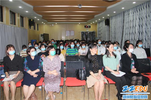 2.1全体教职工参加会议