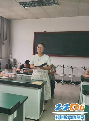 2.老师们踊跃发言,积极讨论(2)