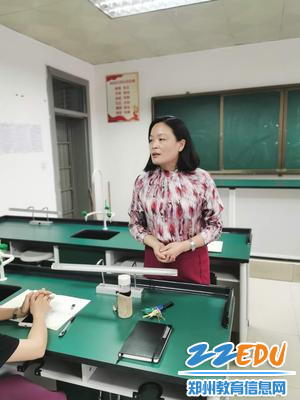 2.老师们踊跃发言,积极讨论(3)