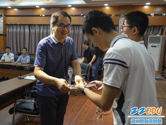 郑州九中党委书记孙国岩代赠转发《颠覆者:周鸿祎自传》
