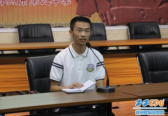 高二360创新班学生代表黄鑫发言