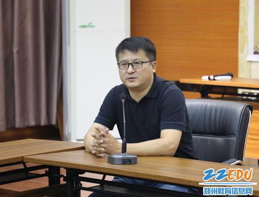 纪委书记江炜做简洁而有力量的总结发言