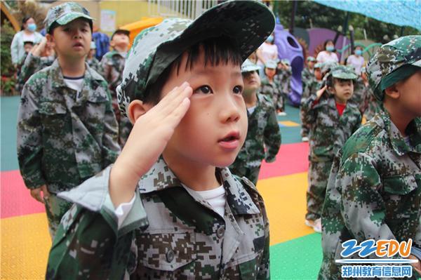 4.向五星紅旗敬禮,向偉大的祖國致敬!