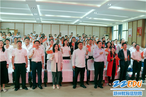 全體人員合唱《歌唱祖國》,獻禮新中國成立71周年