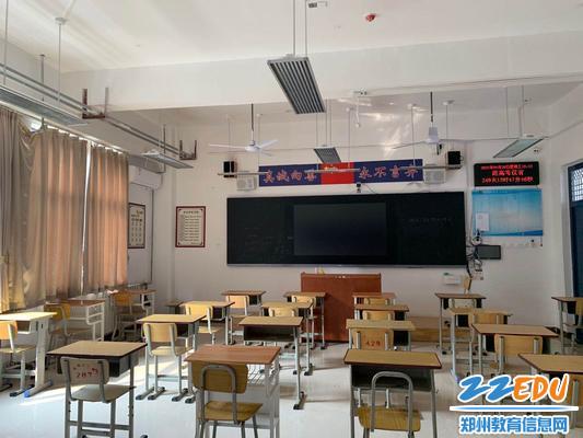 焕然一新的教室护眼灯