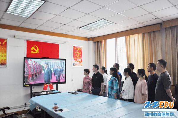 1.全體職工集體觀看烈士紀念日紀念活動