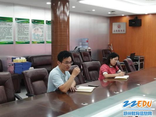 副校長劉長庚指導老師們如何設定藝術教學目標