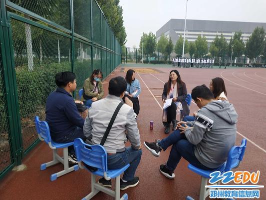 李新華老師在分享自己的德育故事