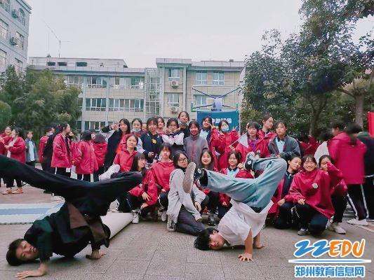 郑州24中舞蹈社招新现场