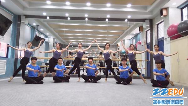 学生在上舞蹈课