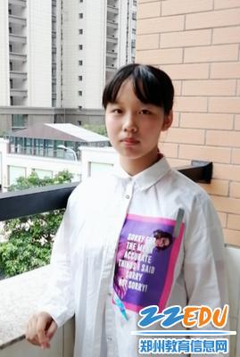 尚佳琪同学生活照
