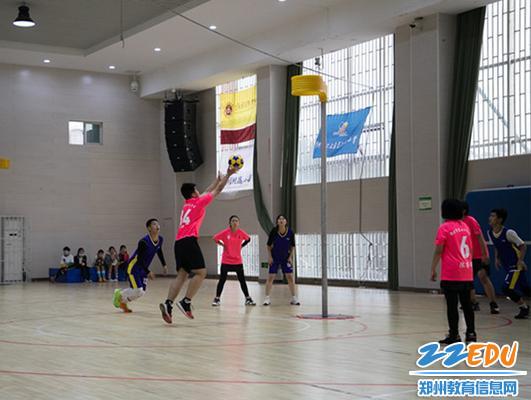 郑州市第七十六中学参赛队伍以全胜战绩获得初中U16组冠军_副本