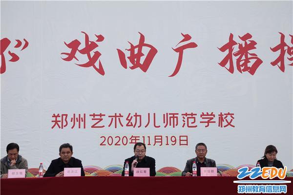 校党委副书记段红军宣布比赛开始