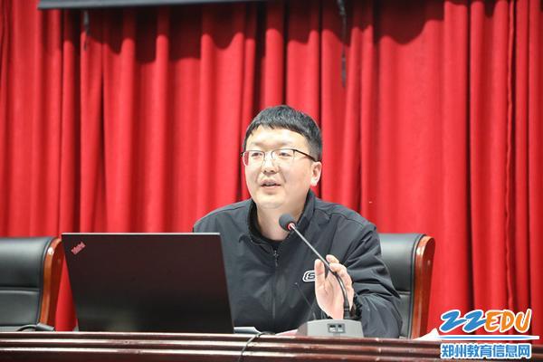 总务处副主任李聪丛做提案回复