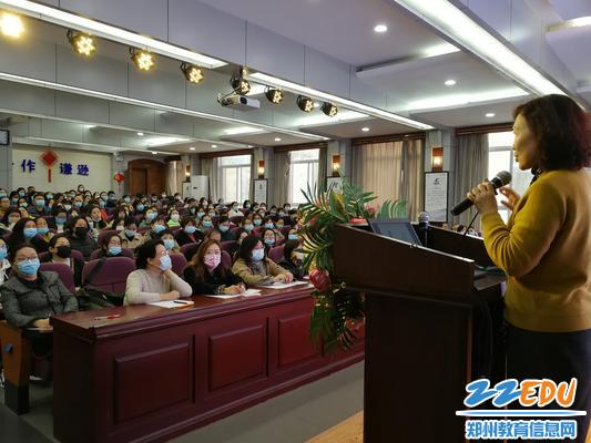 1.1郑州八中举办2023届家庭教育讲座