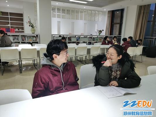 韩晗老师与导生谈心